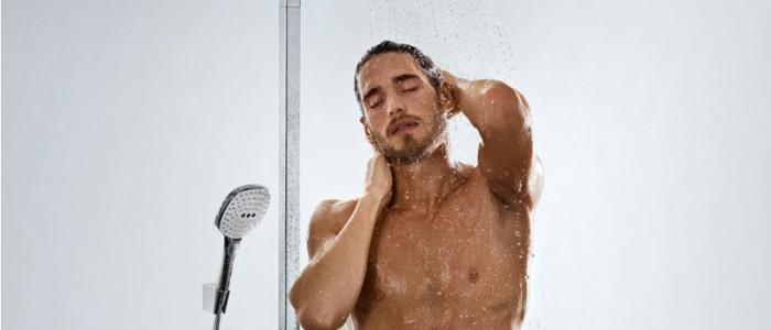 ducha para relajar y estirar