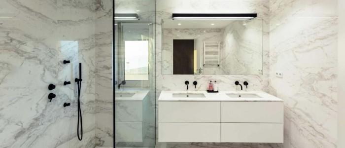 Cómo iluminar un baño sin ventanas