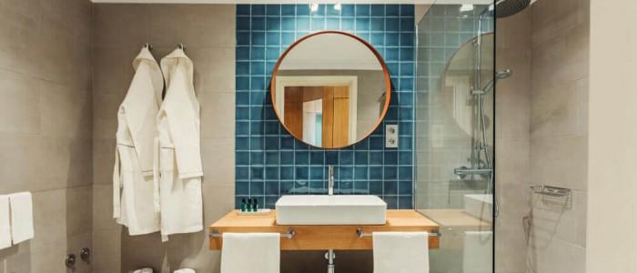 Espejos redondos en el baño